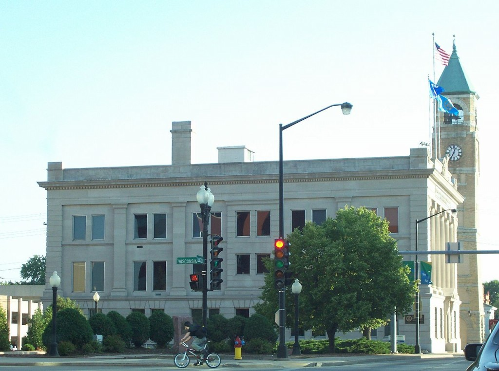 Looking south at the city hall in Neenah, Wisconsin. Credit: Royalbroil under CC BY-SA 2.5